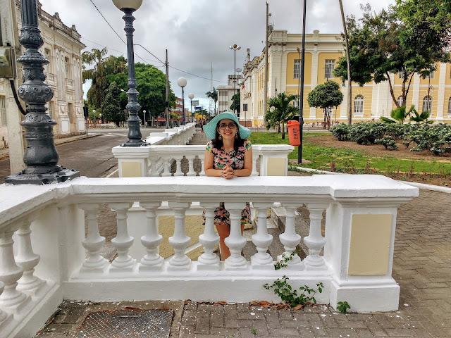 Visão com prédios históricos na Praça Venâncio Neiva.