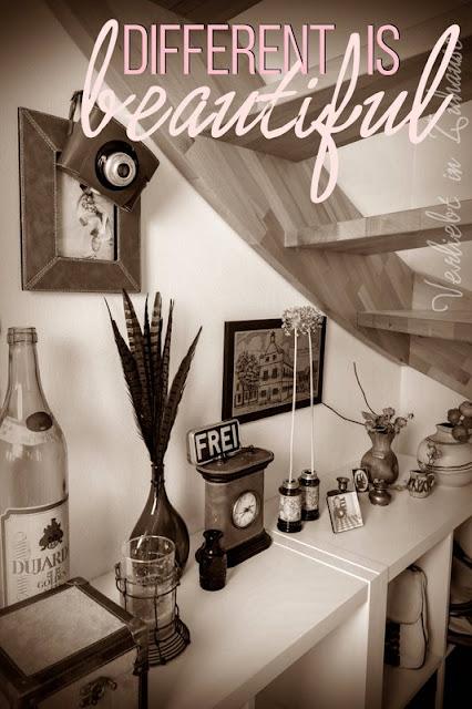 Die Vintage Deko unter der Treppe ist für mich ein wenig abenteuerlich