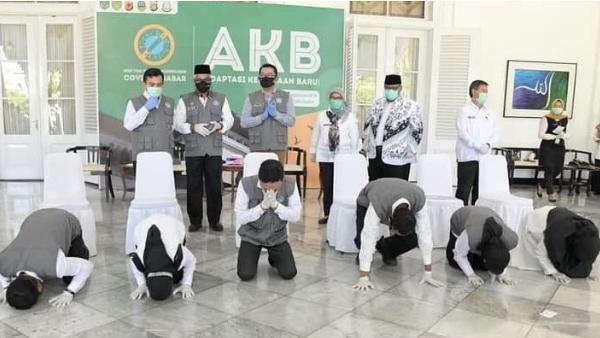 1.461 Guru Non-PNS Bersertifikat Pendidik di Jabar Terima SK Penugasan