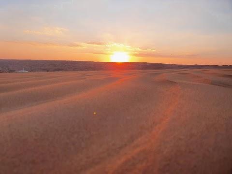 غروب الشمس في الصحراء // Matahari terbenam di gurun pasir // Sunset in the desert