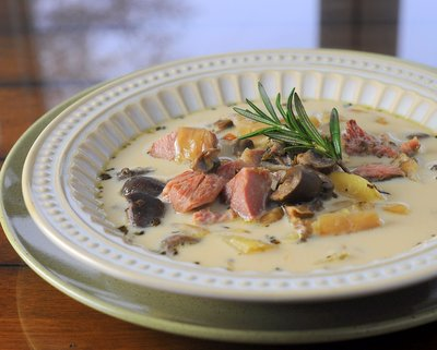 Smoked Turkey Chowder, more winter comfort food ♥ KitchenParade.com. Weekend Comfort Food. Gluten Free. High Protein. Weight Watchers Friendly.