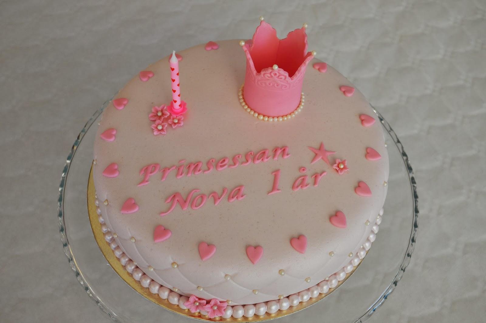 födelsedagstårta 1 år Carinas Bakkonst: Min andra prinsessas 1 års tårta!! födelsedagstårta 1 år