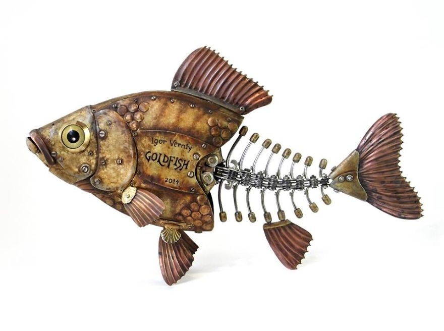 02-Fish-Bones-Igor-Verniy-Recycled-and-Upcycled-Animal-Steampunk-Sculptures-www-designstack-co