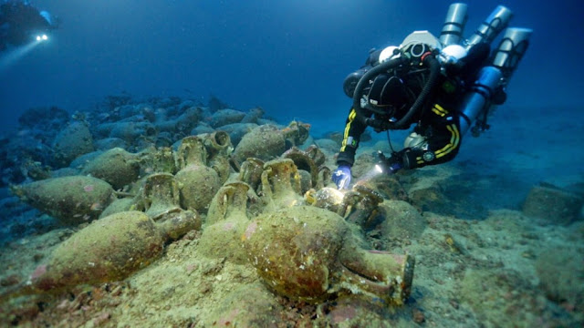 Roman shipwreck discovered off coast of Sicilian town Aci Trezza