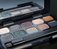 http://natalia-lily.blogspot.com/2014/09/smashbox-vixen-cream-eye-liner-palette.html