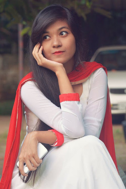Real Beautiful Indian Girl pics, Simple Girls photos, Cute Indian College Girl Photo,