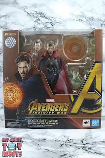S.H. Figuarts Doctor Strange (Battle On Titan Edition) Box 01
