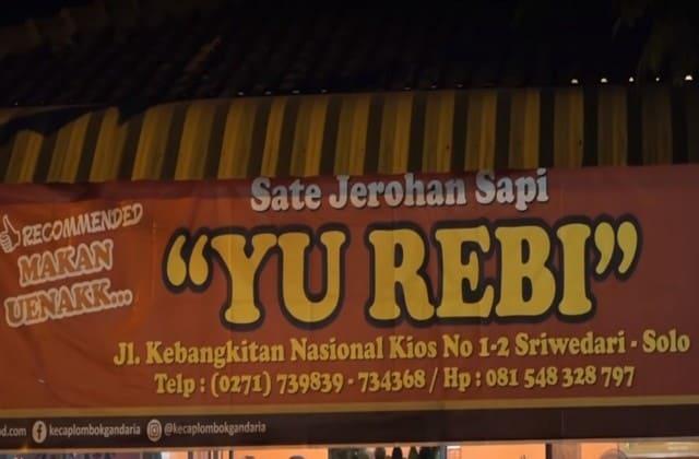 Sate Kere Yu Rebi nggak akan bikin kamu kere kok, harganya saja murah banget tapi soal rasa tentu tak bisa kamu remehin gitu aja