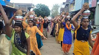 शिव मंदिर समिति द्वारा कलश यात्रा निकाली गई