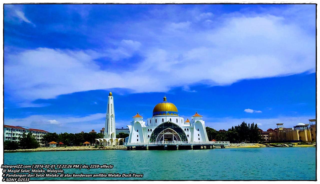 Masjid Selat Melaka dari kenderaan amfibia Melaka Duck Tours yang kami naiki. Ketika ini kami sedang berada di Selat Melaka. # Monday, 1 February 2016, 12:22 # 20160201 # DSC_2259-EFFECTS.jpg # Sony D2533 # Masjid Selat, 75000, Melaka # https://goo.gl/maps/76Xdh9TzyRi9Ccjb7 #