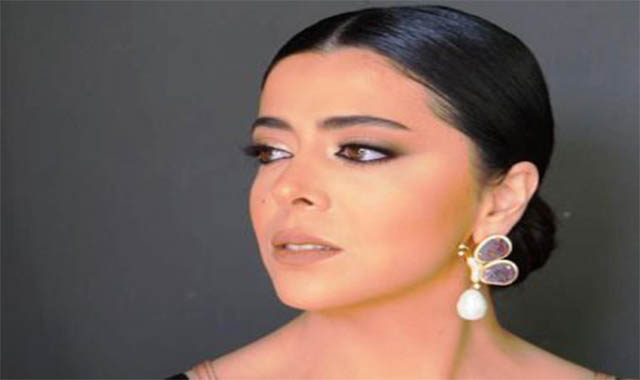 مروة الاطرش حفيدة فريد الاطرش وأسمهان تبكي بسبب مرضها