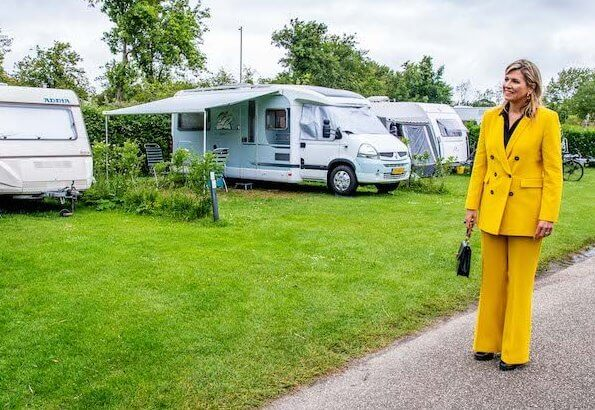 Queen Maxima wore a yellow blazer and trousers from Zara, Cartier gold bamboo earrings, carries Susan Gail bamboo handle handbag
