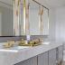 Banheiro contemporâneo branco e cinza com metais com pintura automotiva dourada!
