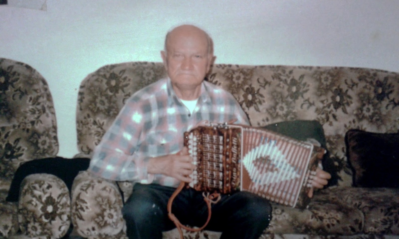 Giuseppe Torcasio : Photo playing a diatonic button accordion .