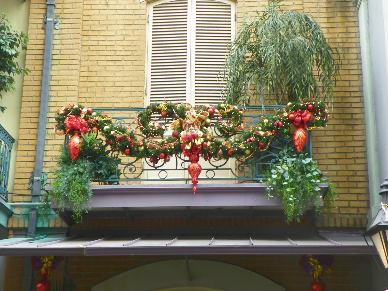 Pixie pranks and disney fun disneyland 39 s new orleans for Decorate your balcony