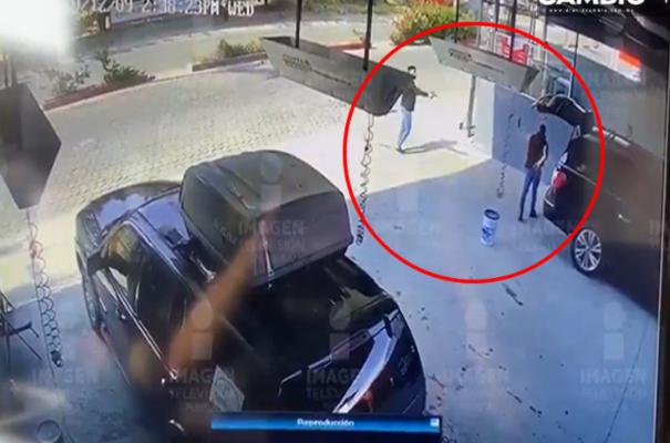 Video: Por defender al patrón así fue como un Escolta encara a maleante y recibe un disparo, el jefe salió ileso