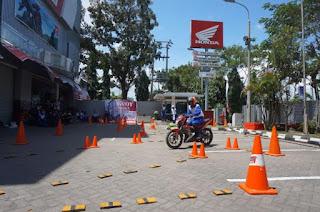 Kompetisi Gymkhana Komunitas Honda Palembang