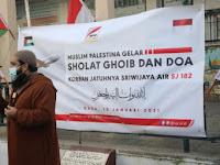 Ratusan Muslim Palestina Gelar Shalat Gaib dan Doa Bersama untuk Korban Sriwijaya