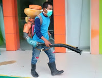 Cegah Corona Virus, Petugas Semprot Disinfektan di PKM Jatibaru