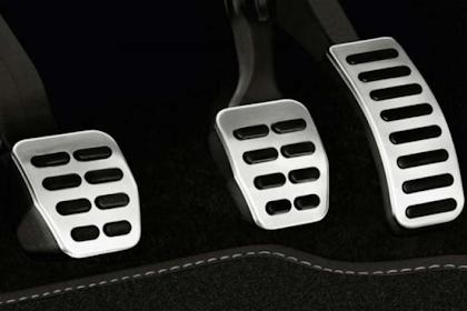 Disaat Nyetir Mobil Manual, berikut 7 Larangan yang wajib Kamu Ketahui
