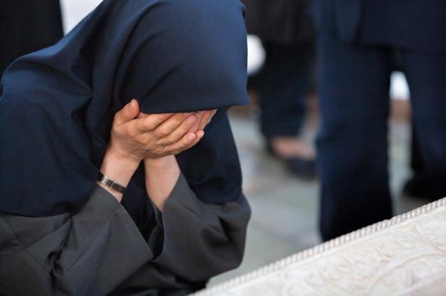 Hai Ukhti Cukup Simpan Kesedihanmu Dalam Doa, Biarlah Allah Yang Mengubahnya Menjadi Bahagia