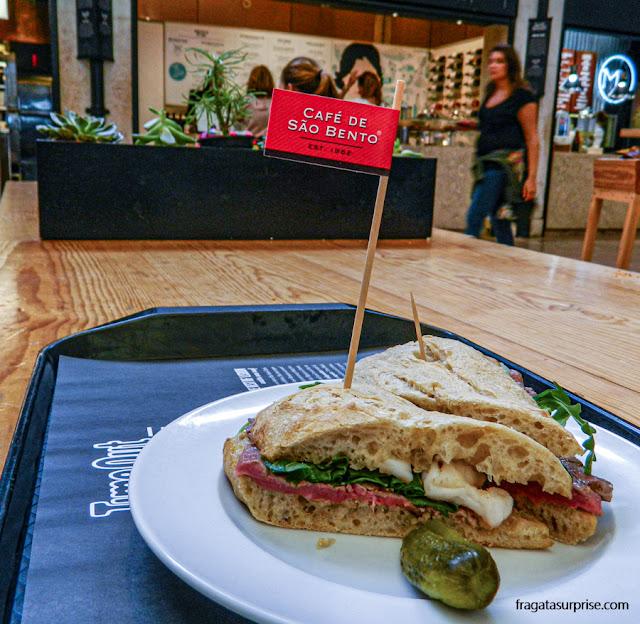 Sanduíche do Café São Bento, no Mercado da Ribeira, Lisboa