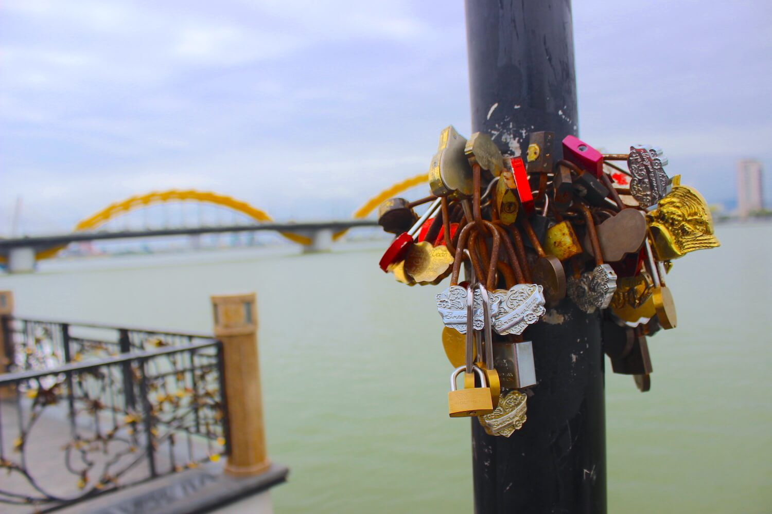 da nang love lock bridge locks