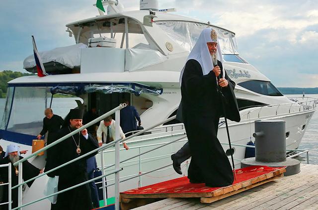 Как патриарх Кирилл распоряжается своей яхтой