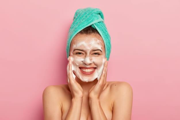 cara-mencuci-muka-yang-benar-untuk-kesehatan-kulit
