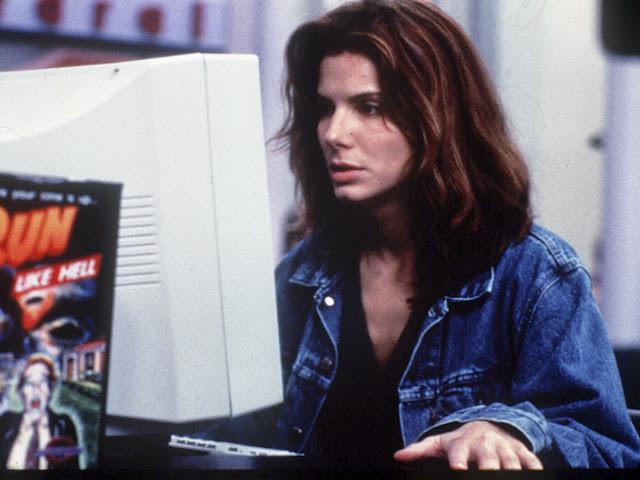 Otra pelicula de culto, en la que Sandra Bullock nos muestra los riesgos de la informatica, en una epoca en la que todos desconocian la tecnologia.