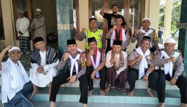 Beredar Foto Polisi Masjid, Ternyata Kejadian Dua Tahun Lalu