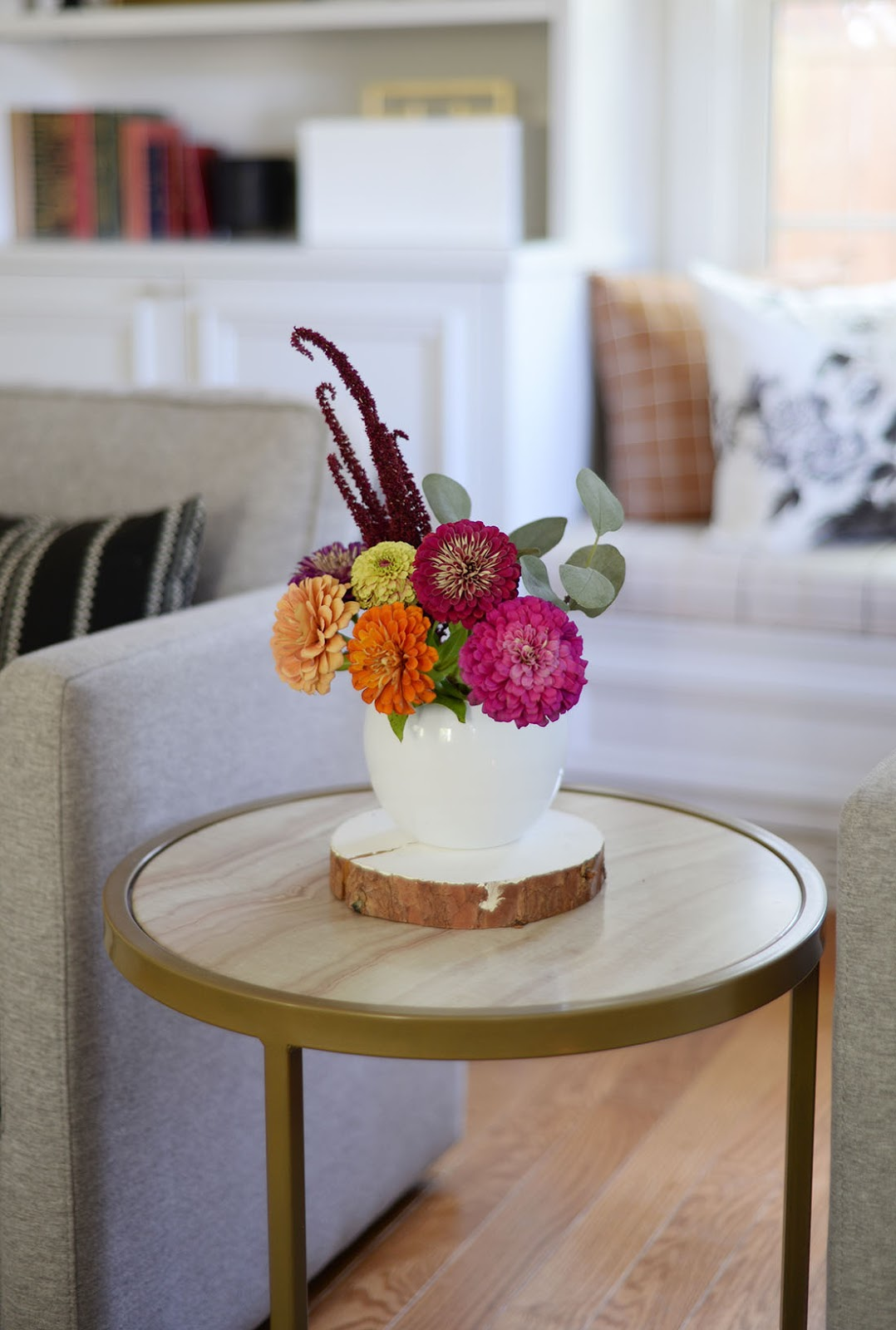 fall flower arrangement, round side table, fall living room, fall decor ideas