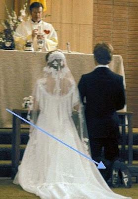 kirchliche Hochzeit - Bräutigam Schuhe Hilfe draufgeschrieben