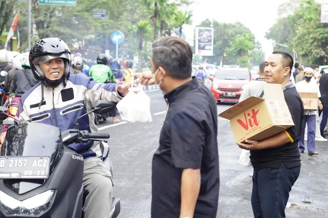 Terjebak Macet, Uchi Qolby Minta Maaf  Kepada PWI Kota Bandung Tidak Bisa Bersama Membagikan Ta'jil