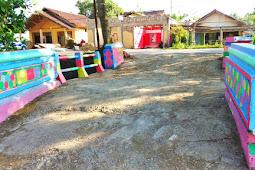Hebat, Masyarakat Mantang Ubah Kampungnya Jadi Warna-warni