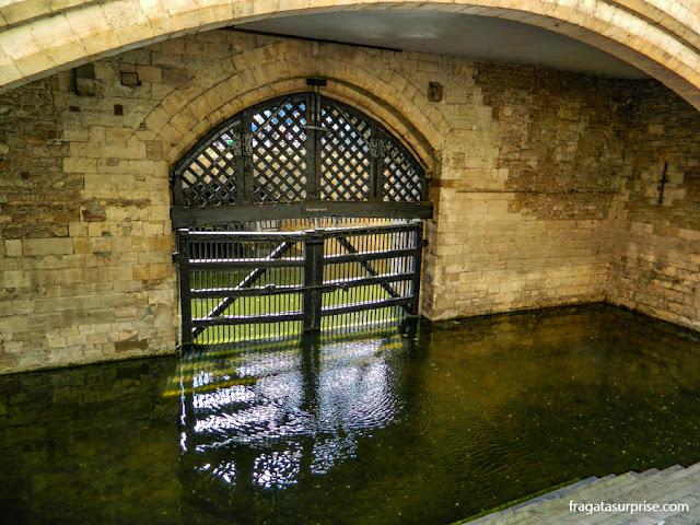 """O """"Portão dos Traidores, na Torre de Londres"""