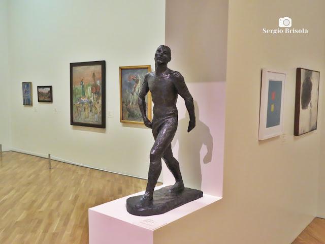 Close-up da Escultura Homem Andando - Pinacoteca de São Paulo - Luz