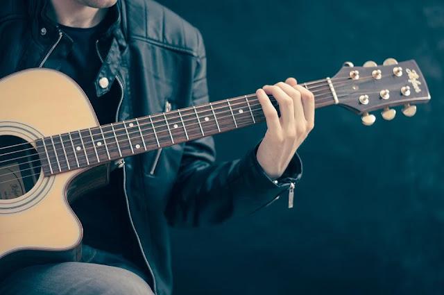 chitarra-corde-acciaio armonico
