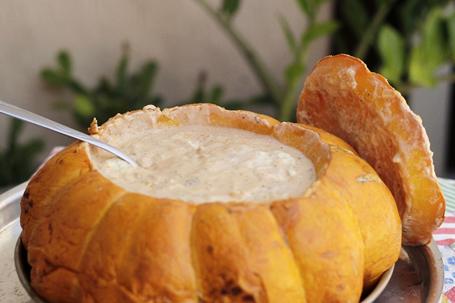 Para comemorar o dia do veganismo: receita de Bobó de shimeji na moranga
