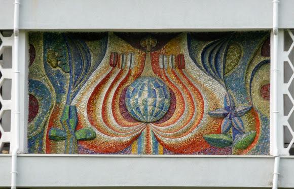 Донецк. Ботанический сад. Мозаика на фасаде здания в ботсаде