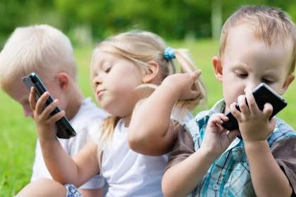Usia Berapa Anak Boleh Punya HP Sendiri? Ini Jawaban Para Ahli