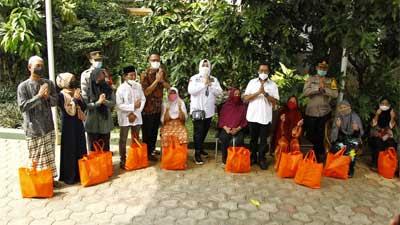 Komite II DPD RI Berikan Bansos bagi Warga Terdampak Pandemi Covid-19