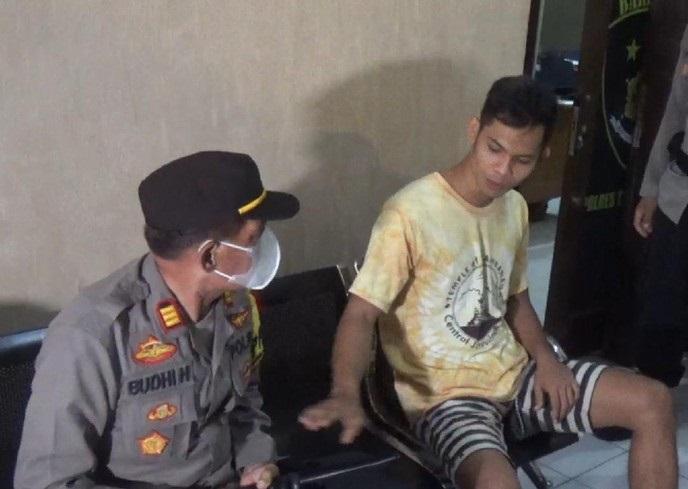 Lihat Nih! Pemuda Trenggalek yang Hina Gus Miftah Tunjukkan Sejumlah 'Sikap Aneh' Saat Bertemu Polisi
