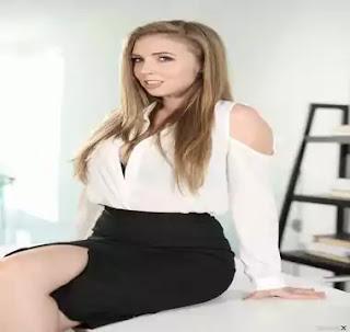 Lena Paul, Physical Appearance