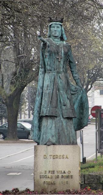 Estátua de D. Teresa no centro de Ponte de Lima