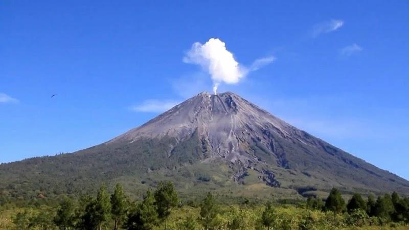 Gunung Semeru Jawa Timur - Foto ist Kominfo Jawa Timur