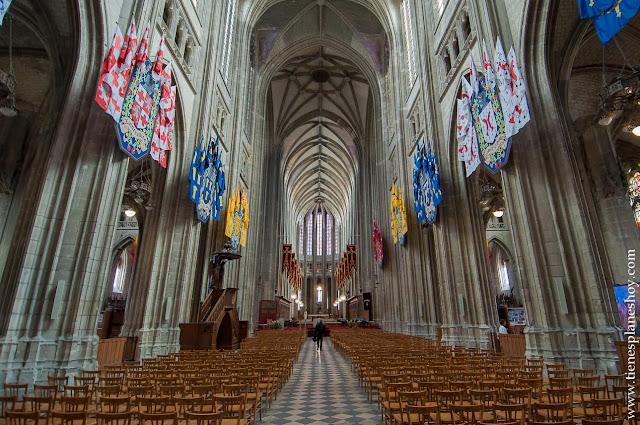 Interior catedral Orleans viaje Francia lugares bonitos roadtrip