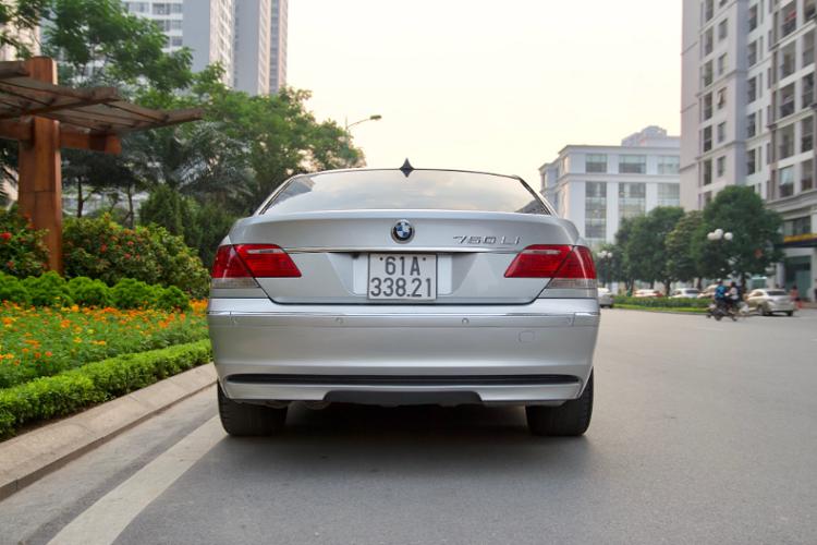 Xe sang BMW 750Li chạy 14 năm bán gần 700 triệu ở Bình Dương