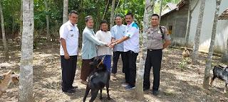 Cerita Bupati Iskandar Beri Hewan Ternak ke Eks Napiter untuk cegah radikalisme