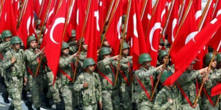 Ο Ερντογάν προσλαμβάνει ιμάμηδες αξιωματικούς στις Ένοπλες Δυνάμεις